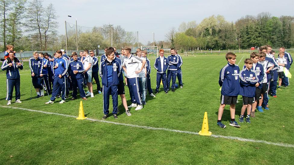 Mannschaften des TuS Wahrburg: 1. Mannschaft, 2. Mannschaft, A-Junioren und D-Junioren (von links)